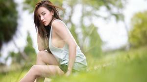 Asian Outdoors Women Women Outdoors Model Looking At Viewer Sitting Grass Dyed Hair Long Hair Earrin 2560x1440 Wallpaper