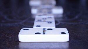 Dominos 4928x3264 Wallpaper