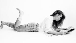 American Actress Monochrome Lying Down Black Amp White 2400x1600 wallpaper