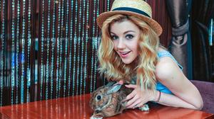 Yulianna Karaulova Singer Russia Smile Rabbit Blonde Brown Eyes Hat 3000x2000 wallpaper