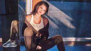 American Brunette Lipstick Mirror Reflection Selena Gomez Singer Sneakers 3840x2160 Wallpaper