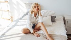Max Klipa Angelina Aisman Model Women Blonde Dark Eyes Shirt White Shirt Shorts Legs Feet Barefoot S 2560x1707 Wallpaper
