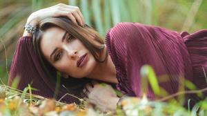 Brown Eyes Brunette Girl Lipstick Lying Down Model Woman 2048x1259 Wallpaper