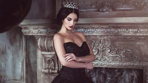 Alla Berger Black Dress Crown Girl Lipstick Makeup Model 1920x1200 wallpaper