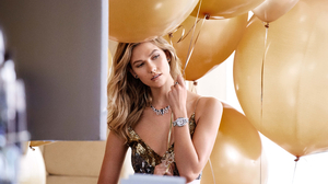 American Balloon Blonde Karlie Kloss Model Necklace 4000x2667 Wallpaper