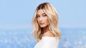 American Model Blonde 2000x1125 Wallpaper