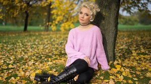 Woman Girl Blonde Depth Of Field Boots 3840x2560 Wallpaper