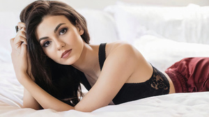 Victoria Justice Women Actress Singer Long Hair Latinas In Bed 2000x1309 Wallpaper