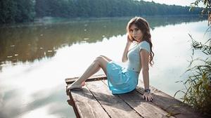 Model Women Outdoors Women Outdoors Water Nature Barefoot Looking At Viewer Sitting Blue Skirt Brune 2560x1440 Wallpaper