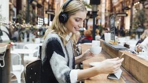 Music Headphones 3840x2400 Wallpaper