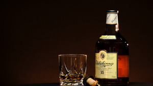 Bottles Alcohol Dalwhinnie Whisky Glass Drinking Glass Simple Background Scotch 2560x1600 Wallpaper