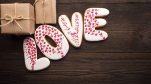 Romantic Gift Heart Cookie 5716x3811 wallpaper