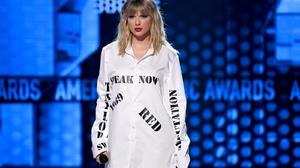 Taylor Swift Women Singer Blonde Lipstick Blue Eyes Concerts 1600x1074 Wallpaper