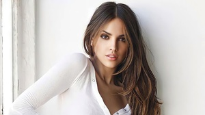 Eiza Gonzalez Actress Women Brunette Brown Eyes Mouth Lips Parted Lips T Shirt Closeup Portrait 2560x1440 wallpaper
