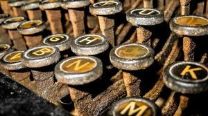 Close Up Rust Typewriter 2560x1535 wallpaper