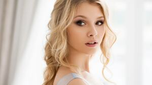 Alice Tarasenko Women Model Long Hair Wavy Hair Blonde Face Eyes 2048x1536 Wallpaper