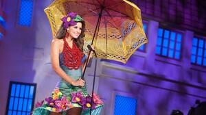Paulina Vega Women Miss Universe Model Umbrella Brunette Colombian Colombia Women With Umbrella Smil 3840x2160 Wallpaper