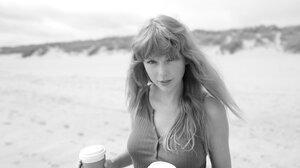 Taylor Swift Singer Songwriters Monochrome 2048x1350 Wallpaper
