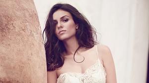 Brunette Makeup Model Singer Victoria Justice 3840x2160 wallpaper