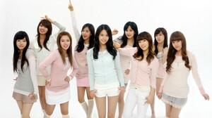 SNSD Girls Generation Tiffany Hwang Kim Taeyeon Seohyun Jessica Jung Kim Hyoyeon Choi Sooyoung Kwon  2560x1600 Wallpaper