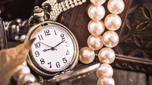 Beads Pocket Watch 2880x1800 Wallpaper
