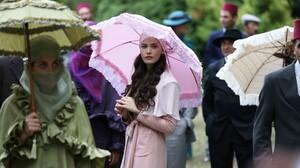 Women Brunette Long Hair Umbrella Fahriye Evcen Women With Umbrella Pink Coat Coats 1920x1280 Wallpaper