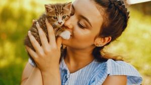 Women Model Women Outdoors Outdoors Cats Kittens Animals Mammals 2560x1707 Wallpaper