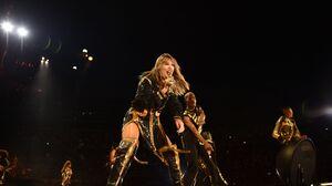 Taylor Swift 3696x2456 Wallpaper