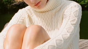 Taylor Swift Women Singer Blonde Blue Eyes Legs Sweater Sunlight Outdoors 1121x1400 Wallpaper