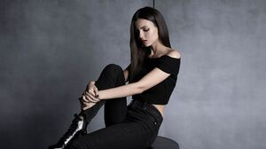 American Black Hair Actress Lipstick Mood Singer 2048x1365 Wallpaper