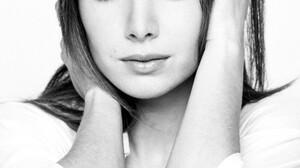 Women Model Brunette Long Hair Ksenia Solo Face Looking At Viewer Rings Monochrome Jeans Hands On He 1000x1500 Wallpaper