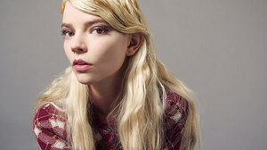 Anya Taylor Joy Women Actress Blonde Long Hair Simple Background 1539x1037 Wallpaper