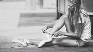 Women Model Blonde Long Hair Monochrome Ballerina Sitting Women Outdoors Urban Street On The Floor T 2048x1403 Wallpaper