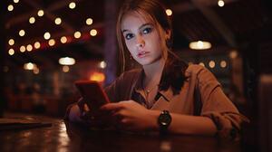 Sergey Fat Women Brunette Looking At Viewer Casual Phone Watch Depth Of Field 1920x1080 Wallpaper