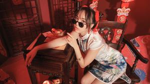 Woman Model Girl Brunette Sunglasses Dress 3840x2559 Wallpaper