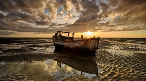 Boat Shore Sunbeam Wreck 3840x2160 Wallpaper