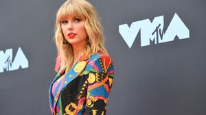 American Blonde Singer Taylor Swift 5112x3341 Wallpaper