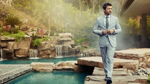Actor American Garden Jeremy Renner Suit 1920x1280 Wallpaper