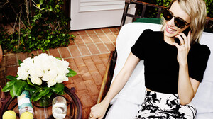 Actress Blonde Smile Sunglasses 6000x3940 Wallpaper