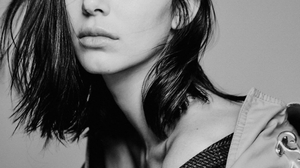 Kendall Jenner Women Model Dark Hair Shoulder Length Hair Monochrome 988x1280 wallpaper