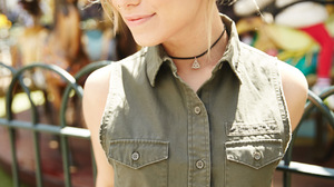 Jenna McDougall Women Singer Blonde Australian Outdoors Nose Ring Necklace 1280x1920 wallpaper