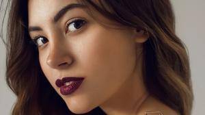 Maria Solomonova Women Aline Ivanova Brunette Long Hair Makeup Lipstick Jewelry Gold Portrait Simple 1337x1943 Wallpaper