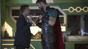 Bruce Banner Chris Hemsworth Mark Ruffalo Thor Thor Ragnarok 4800x3200 Wallpaper