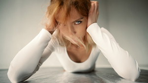 Women Maxim Gustarev Face Women Indoors Model Hands On Head Dyed Hair 2560x1708 Wallpaper