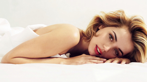 Ana De Armas Women Actress Blonde Lipstick Makeup In Bed White White Background Indoors Red Lipstick 2666x1582 Wallpaper