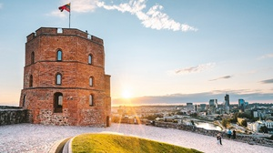 Vilnius Sunlight Lithuania Flag Cityscape Sky Gediminas Castle Tower 3840x2160 Wallpaper