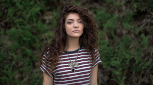 Women Lorde Singer Face Brunette Curly Hair Looking At Viewer Necklace T Shirt 1920x1080 Wallpaper