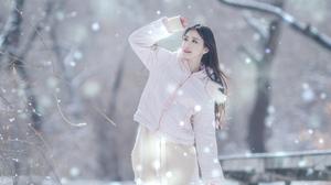 Snow Asian Women Outdoors Outdoors Brunette Long Hair Cold Looking Up Red Lipstick 2689x4032 Wallpaper