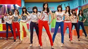 SNSD Girls Generation Tiffany Hwang Kim Taeyeon Seohyun Jessica Jung Kim Hyoyeon Choi Sooyoung Kwon  1366x768 Wallpaper