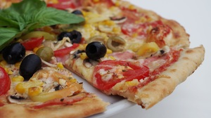 Olive Pepper Pizza 4928x3264 Wallpaper